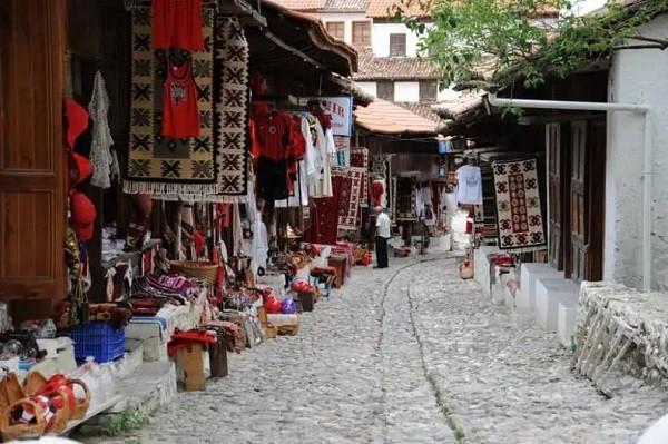 10 luoghi in Albania che i turisti non conoscono Vecchio Bazar Kruje