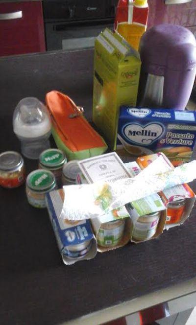 Organizzare le pappe in aereo: non portate tutto ma solo quello che vi serve per un pasto....questo è troppo!!!:-)