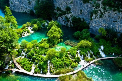 Plitvice-Lakes-National-Park-Croatia-485x728