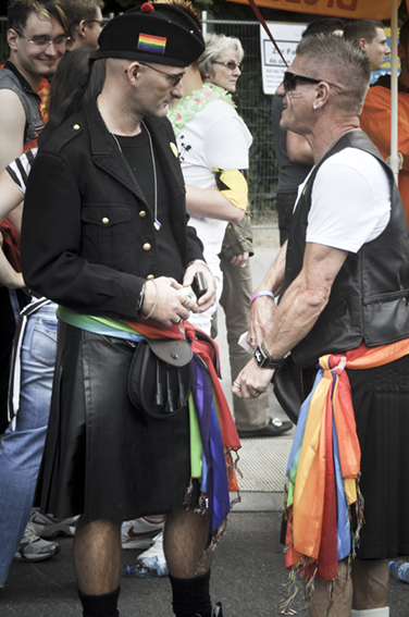 Gay parade_Black scottischweb