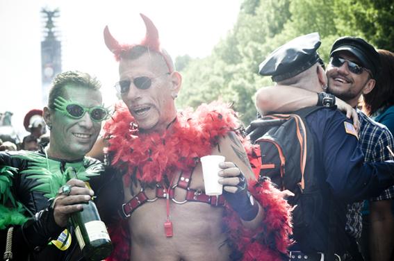 Gay parade_Evils y Copsweb