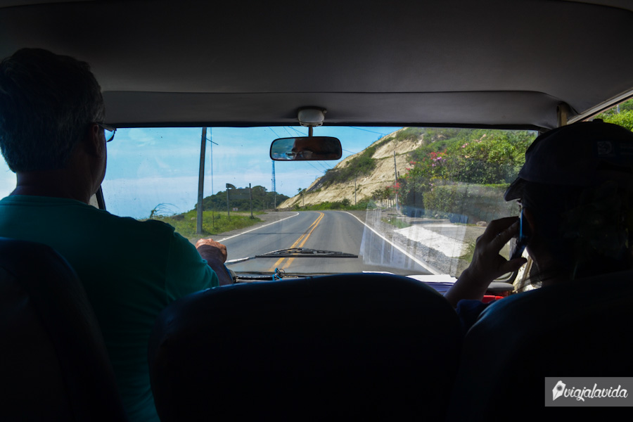 En la carretera hacia Cabuyal con los señores Loor.