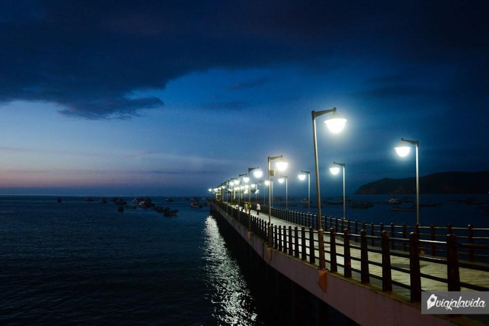 Muelle iluminado.