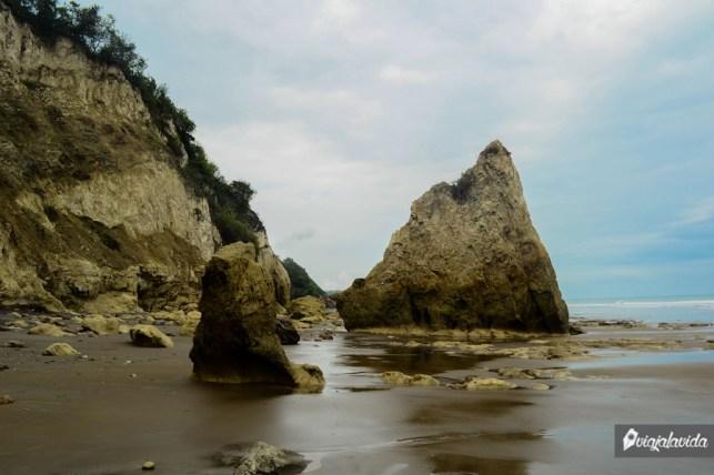En la mitad de la roca se puede ver la marca del agua.