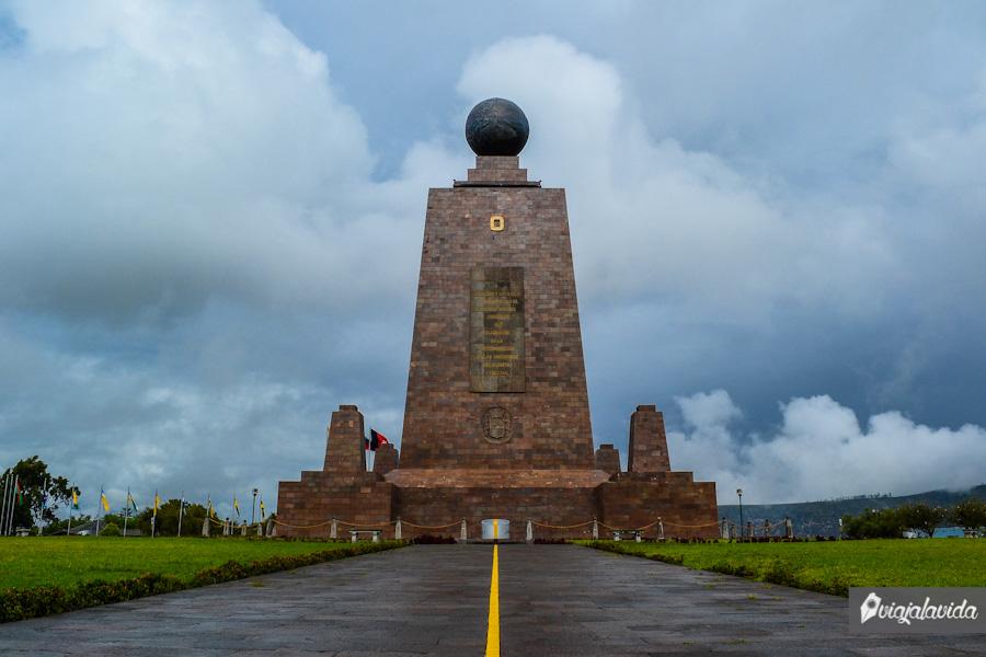 Monumento en la mitad del mundo