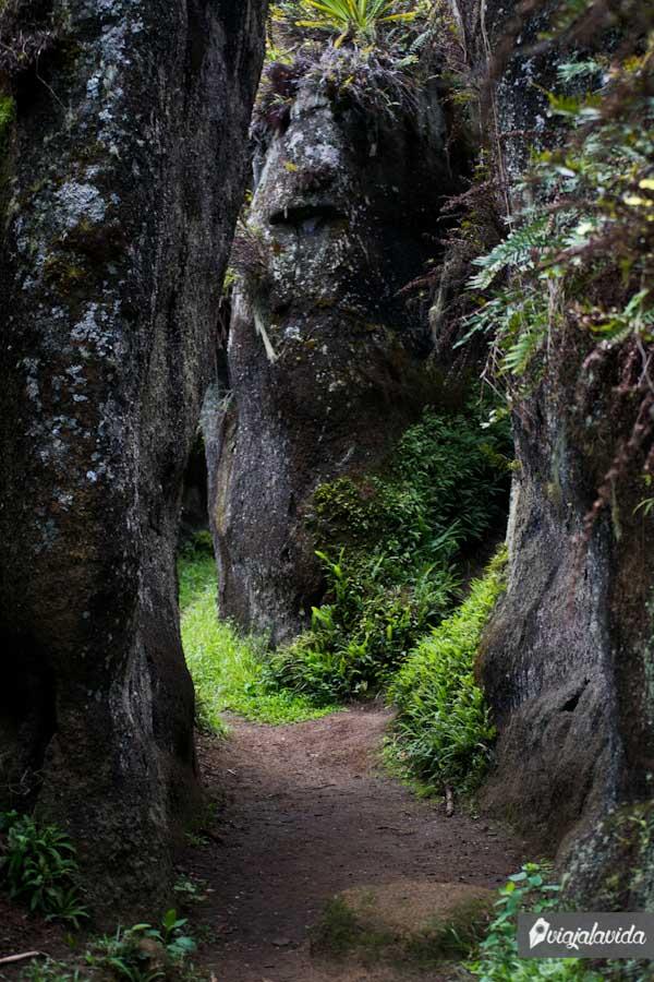 laberinto con piedras gigantes