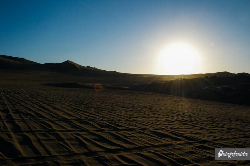 kilómetros de arena en el desierto.