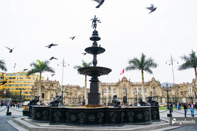Plaza de Armas en el centro de Lima.