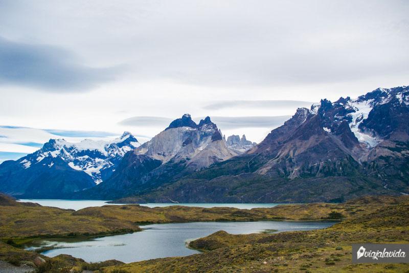 Montañas y lagos en Torres del Paine.