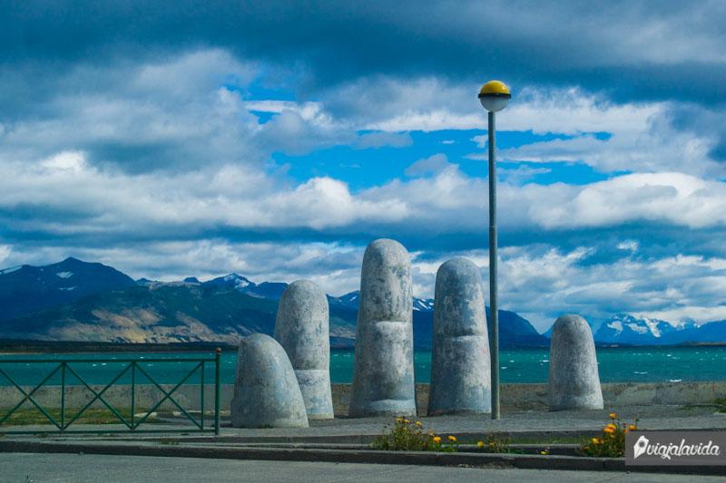 Monumento La Mano. Puerto Natales.