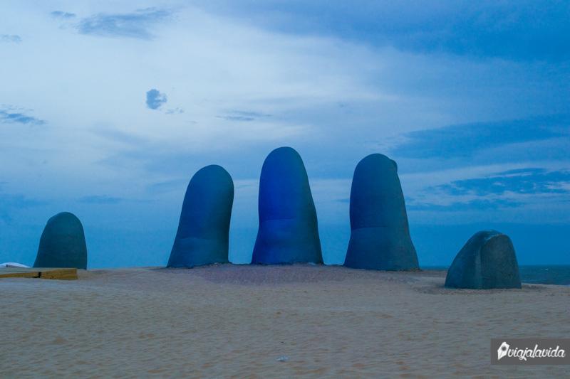 La Mano en Playa Brava.