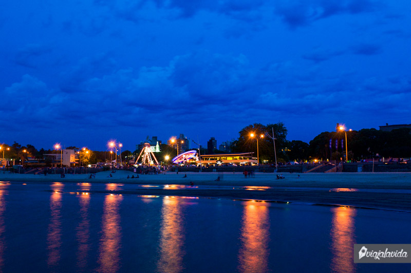 Montevideo en la noche.