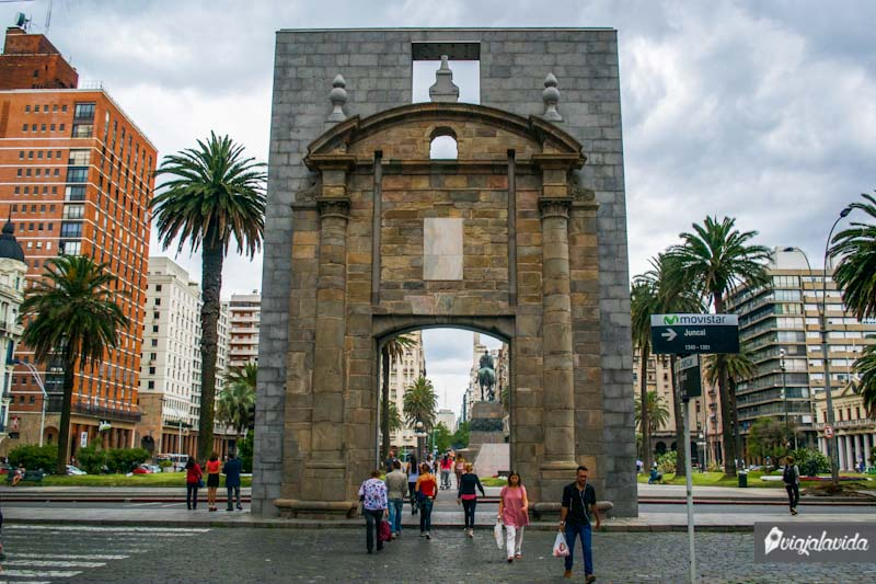 Puerta Ciudad Vieja.