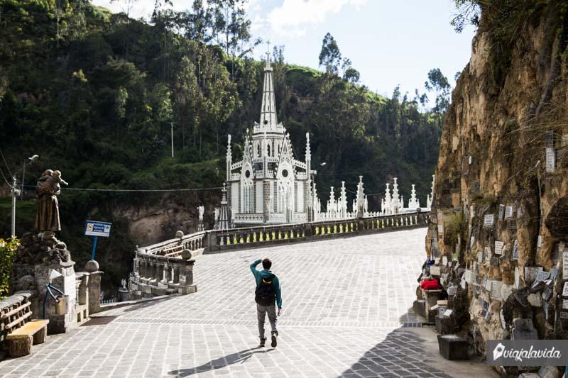 Ingreso Santuario de Las Lajas.