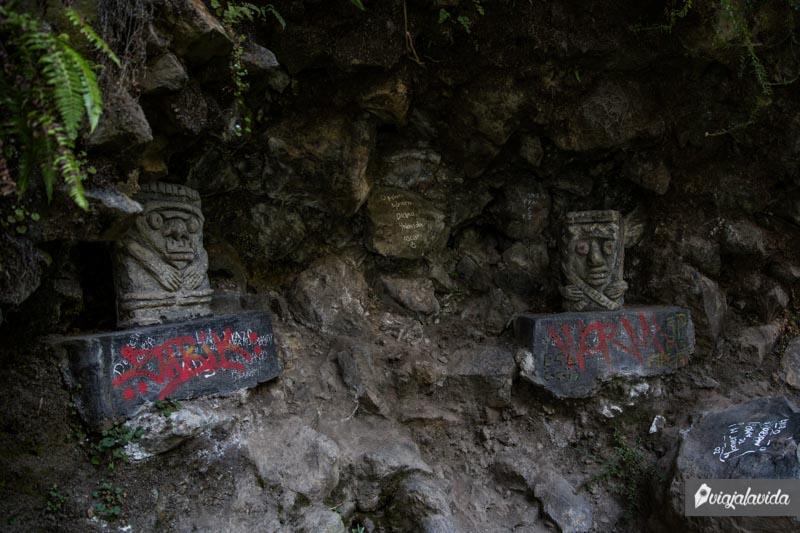 Réplica Piedra de los monos en Las Lajas.