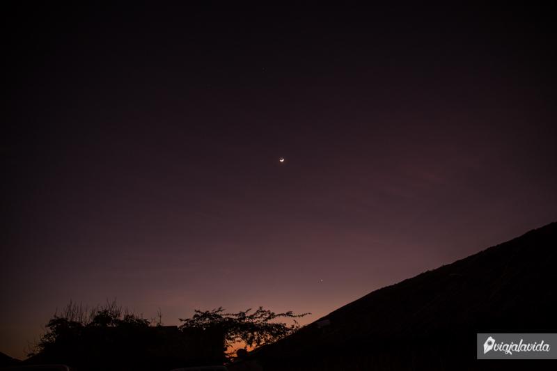 Luna al amanecer en la Guajira.