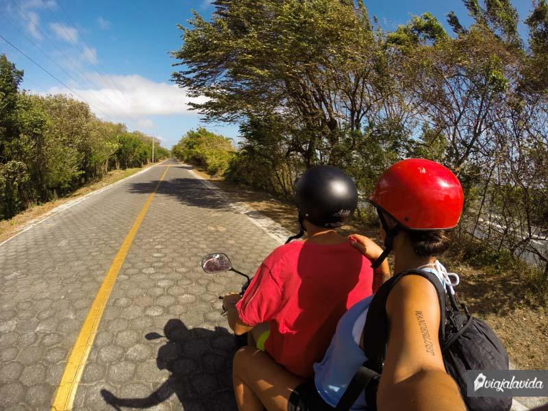 Viajar en moto por Ometepe, Nicaragua.