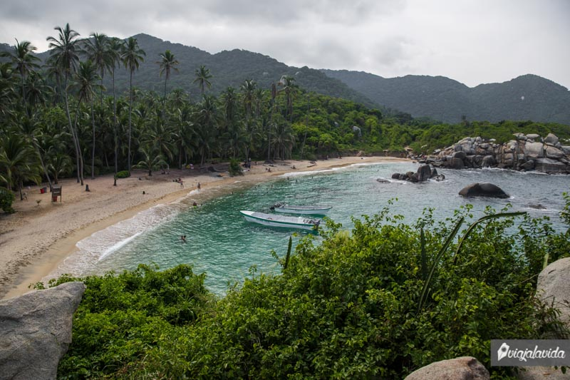 Lancha en la playa del Tayrona.