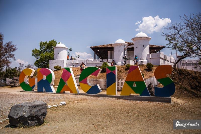 Letrero de Gracias en el Fuerte San Cristóbal.