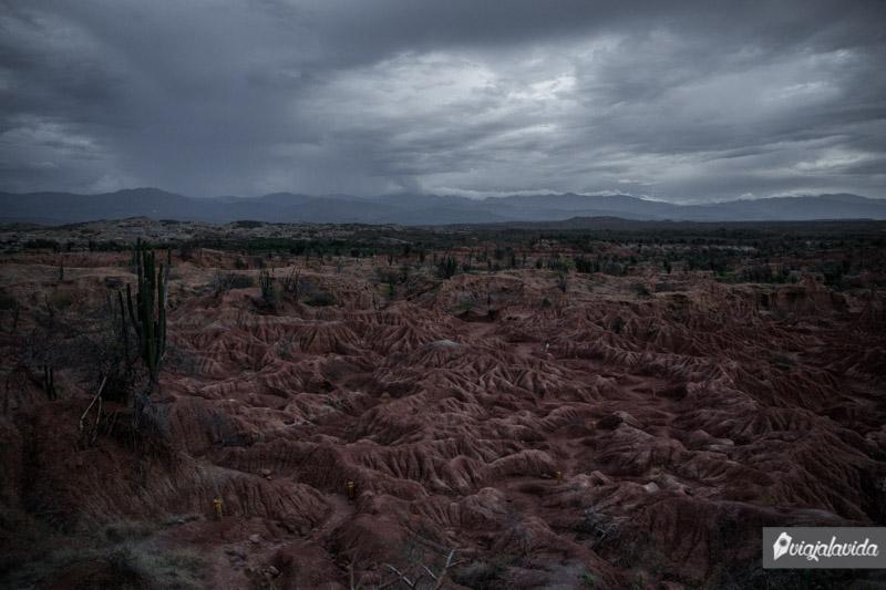 Cayendo la noche en el Desierto de la Tatacoa.