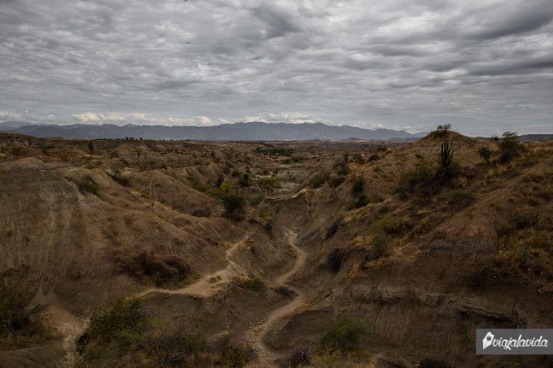 Paisaje del Sendero Los Hoyos en el Desierto de la Tatacoa.