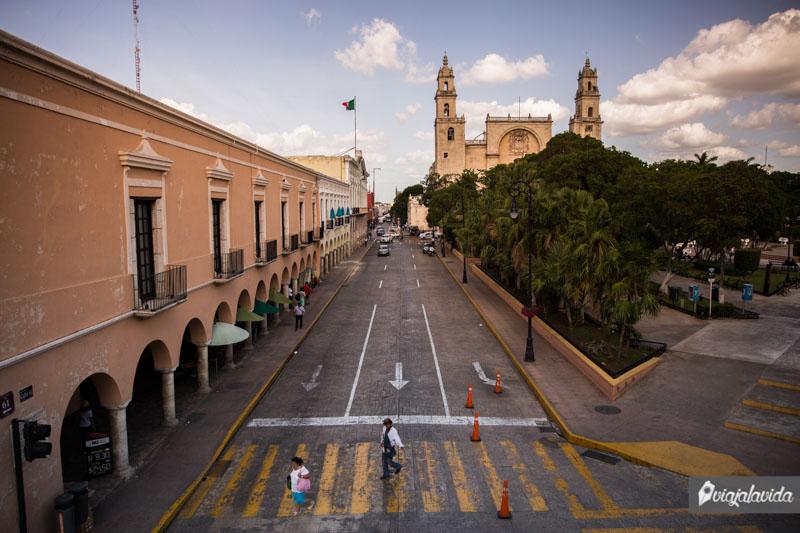 Centro de Mérida y la Catedral de San Ildefonso.