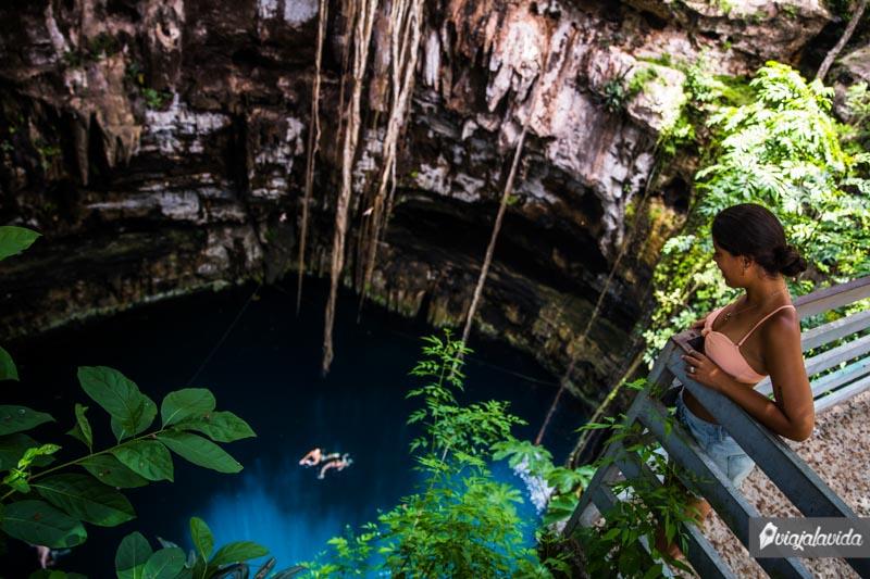 Mirador en el cenote Oxman.