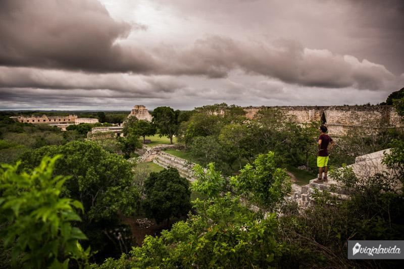 En la cima del Templo Mayor, Uxmal