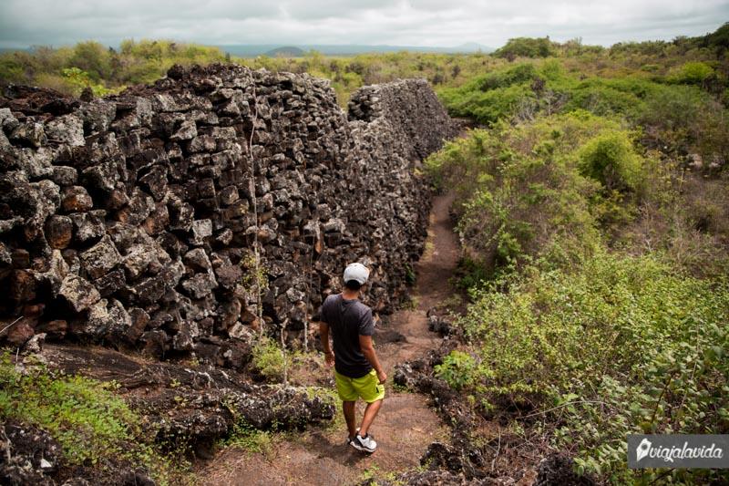 Visitando el Muro de las Lágrimas en Galápagos