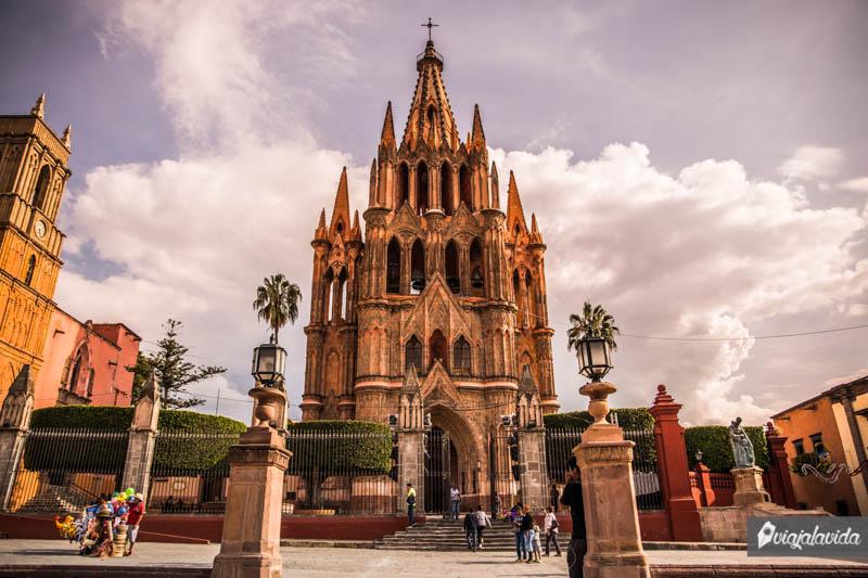 Parroquia en San Miguel de Allende en un día despejado