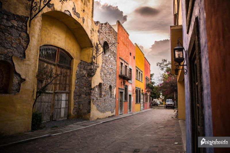 Casas antiguas y coloridas en San Miguel de Allende