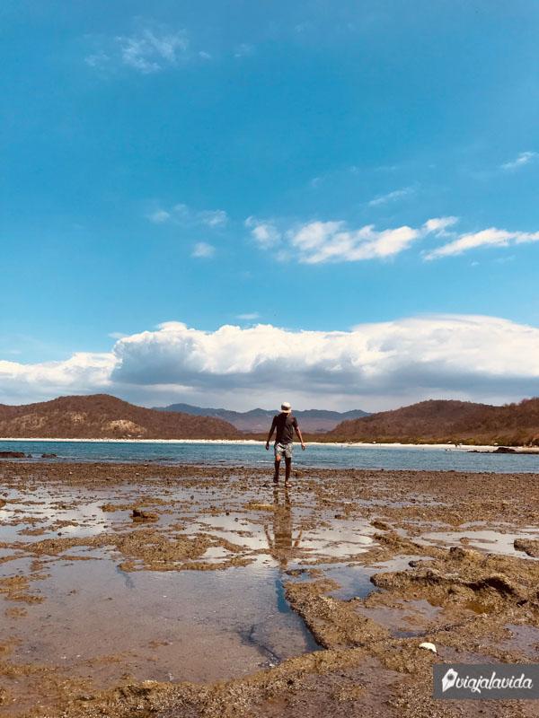 Pozas en el extremo de la playa de Los Frailes.