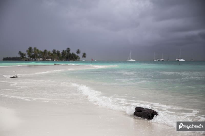Nube gris sobre las Islas San Blas.