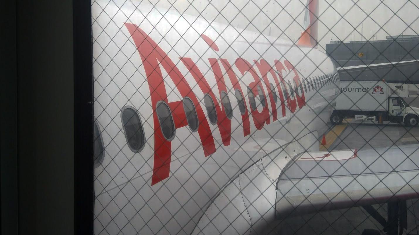 Esperando para abordar al avión