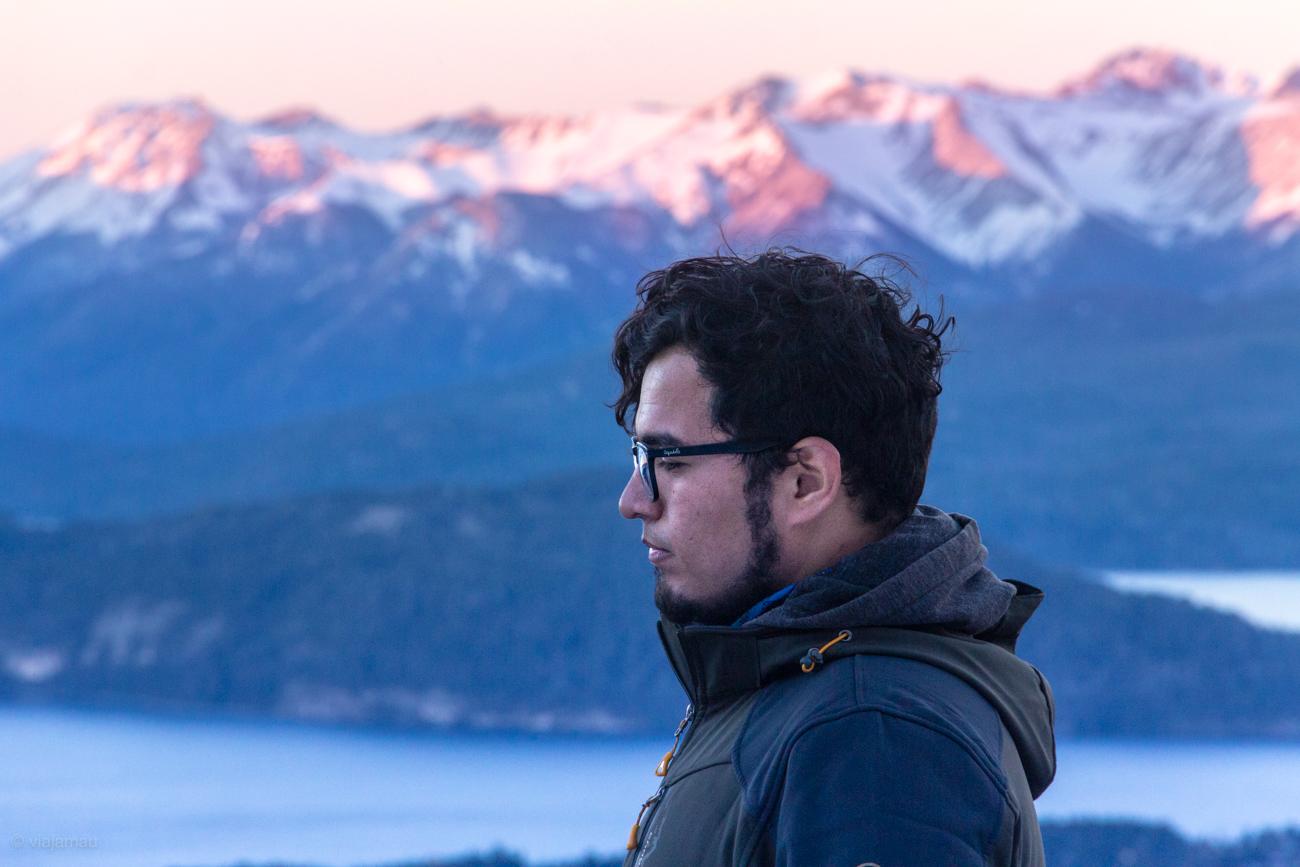 Autoretrato a mitad del camino de Cerro López en Bariloche, Argentina.