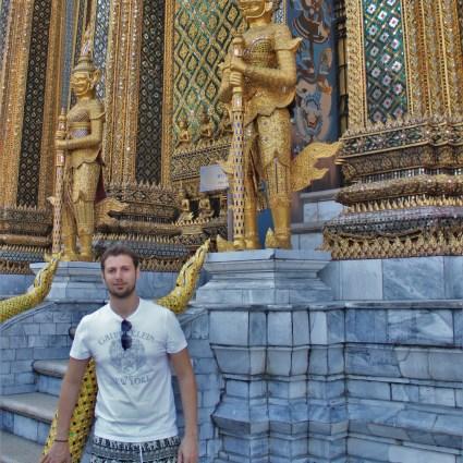 Montando a mochila: que roupas levar para o continente asiático?  #ComOsErrosNaÁsia