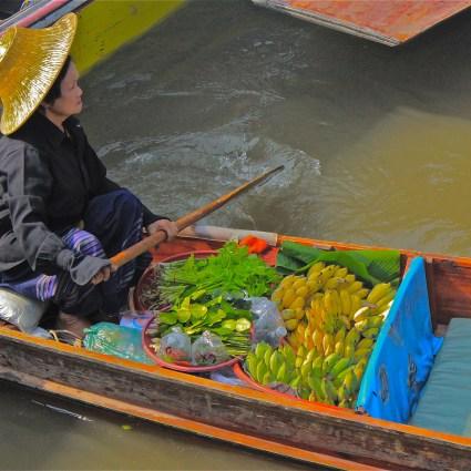 Engarrafamento de barcos no Mercado Flutuante de Bangkok