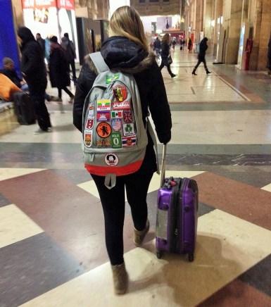 Eu e toda minha bagagem: na mala roupas e sapatos. Na mochila Ipad, documentos e máquina fotográfica!
