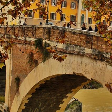 Conheça a misteriosa Ilha Tiberina de Roma e sua ponte com mais de 2 mil anos