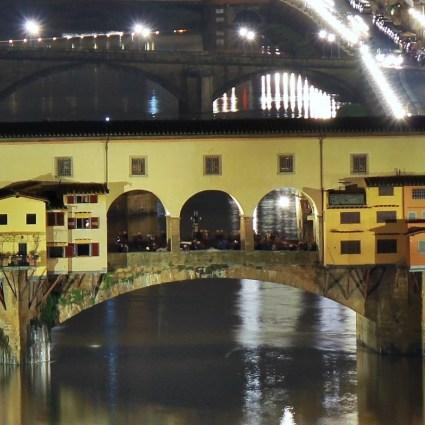 Conheça a histórica Ponte Vecchio de Florença, na Itália