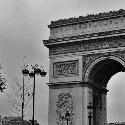 Do Louvre ao Arco do Triunfo a pé e uma bela vista panorâmica de Paris