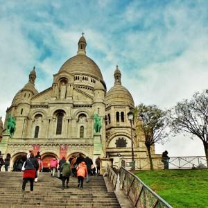 Colina de Montmartre: Subindo as escadarias até a Sacré Coeur em Paris
