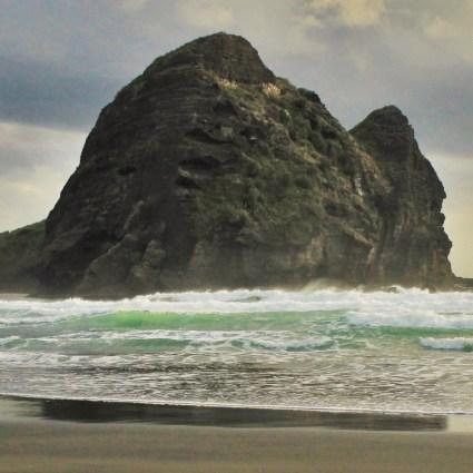 Piha: a praia selvagem de areias negras e brilhantes que fica pertinho de Auckland