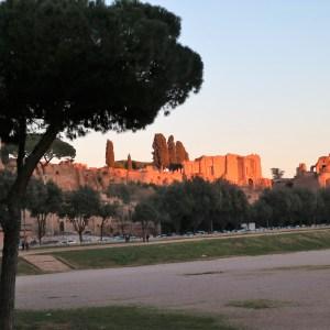 La Bocca della Verità e sua lenda da idade média que ainda atrai milhares de turistas à Roma