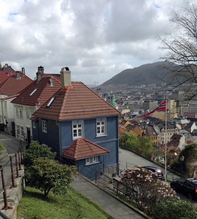 Bergen_subida_Viajando bem e barato pela Europa