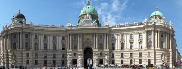 Roteiro pelo Centro Histórico de Viena_Palácio Hofburg_Viajando bem e barato