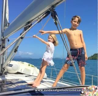 Famílias viajantes: a vida salgada de Tom e Sacha (9 e 6 anos) em um catamarã pelo Caribe