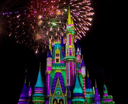 Assista à estreia do novo show de fogos de Natal do Magic Kingdom!