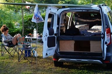 foto de la furgo en el camping de zarautz