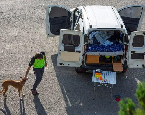 mini furgo acampada con perro en Andorra